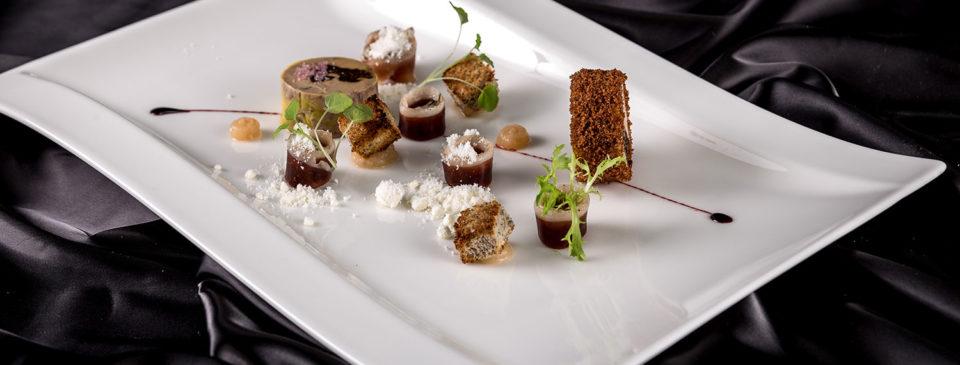 Terinka zhusích foie gras plněná švestkami, kdoulová marmeláda
